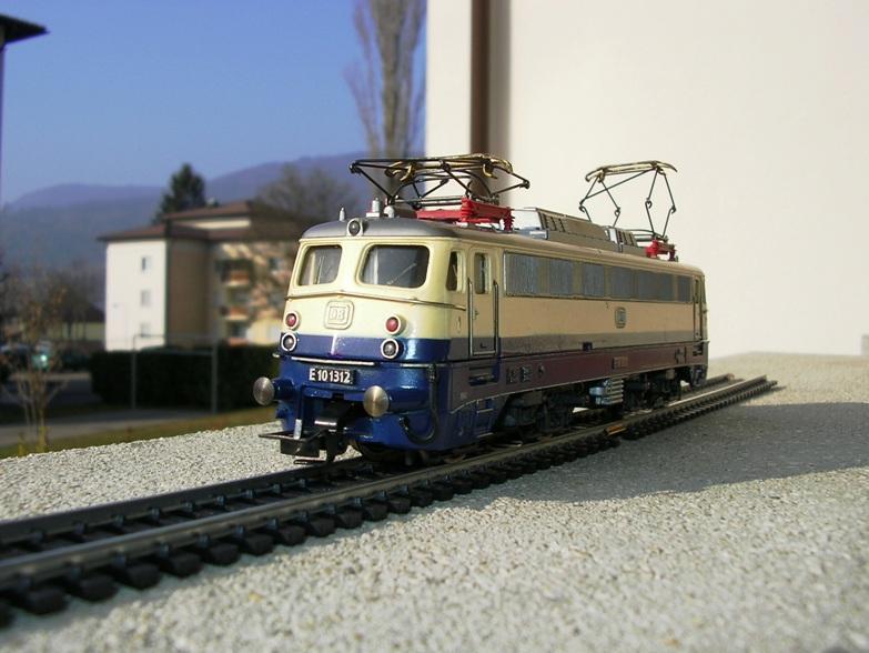 DB E 10 1312 Bügelfalte Rheingold (Guss) 8627947njv