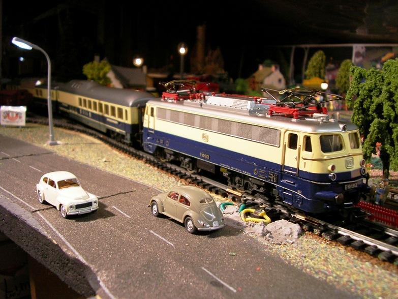 DB E 10 1312 Bügelfalte Rheingold (Guss) 8627990swv