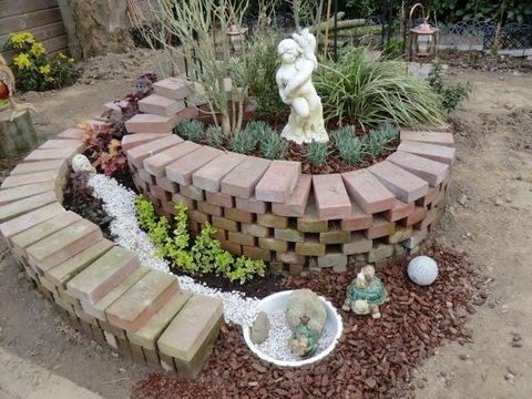 gartengestaltung mit steinen und rindenmulch am hang: garten am, Garten Ideen