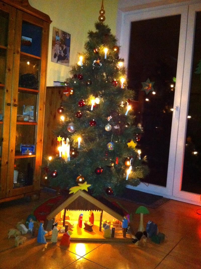 k nstlicher weihnachtsbaum geht das echter soll 45. Black Bedroom Furniture Sets. Home Design Ideas
