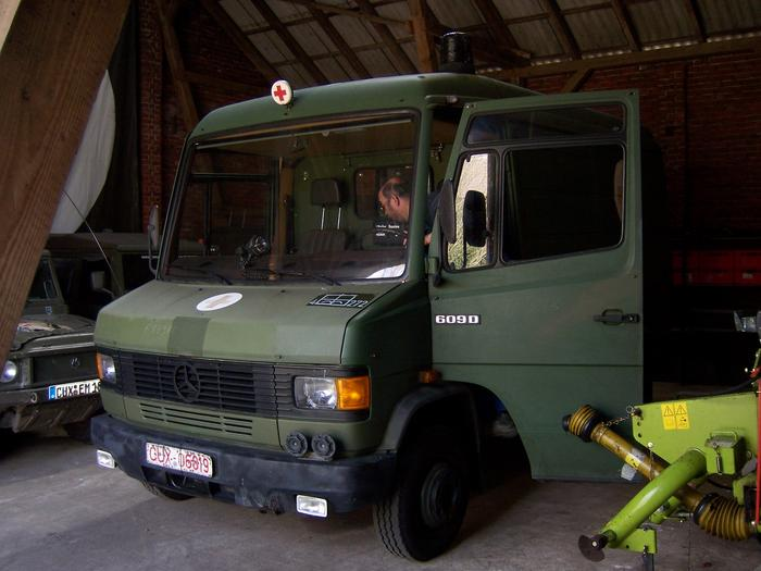 umbau eines krankentransportwagens der bundeswehr rk iii. Black Bedroom Furniture Sets. Home Design Ideas