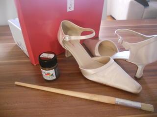 Satin Schuhe Selber Farben