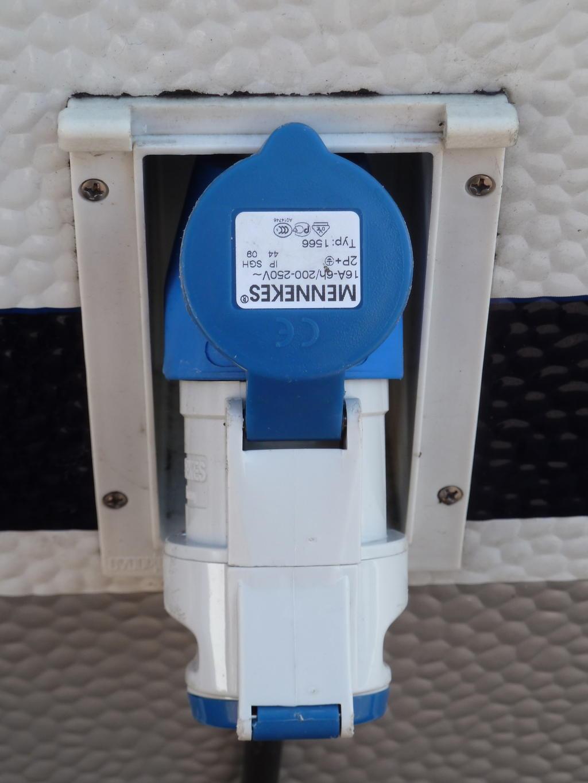 Stromanschluss wohnwagen stecker