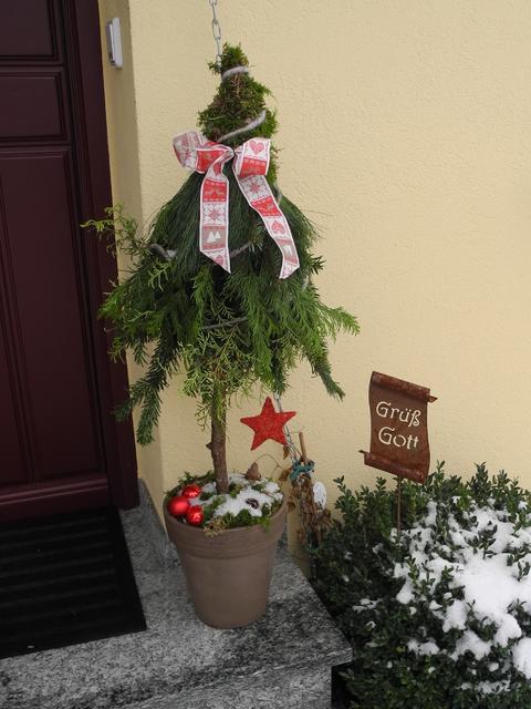 Weihnachtsdeko vor der haustur bilder