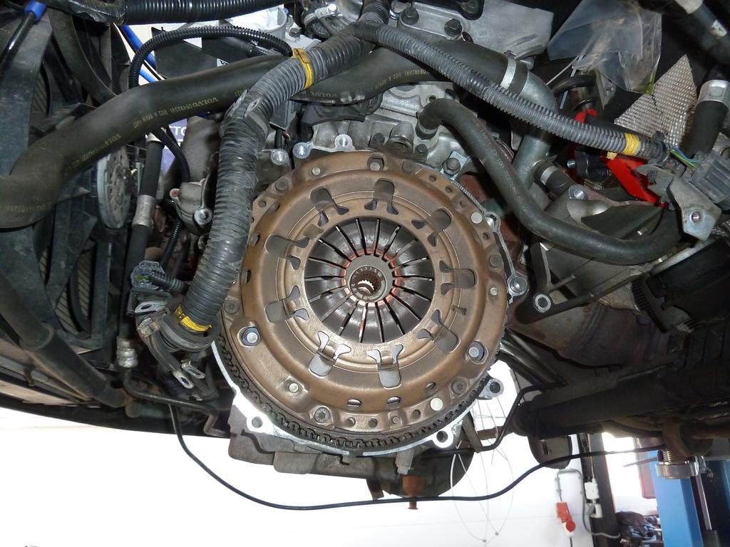 Ongebruikt Dual massa vliegwiel en koppeling vervangen · Volvo V70, S60, en HX-69