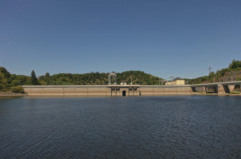 Die Bleiloch-Talsperre vom Wasser aus