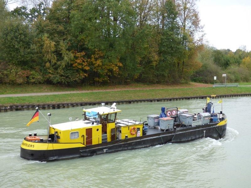 TMS Frederike - Restaurierung eines RC-Binnen-Tankschiffes  - Seite 3 33584560fz
