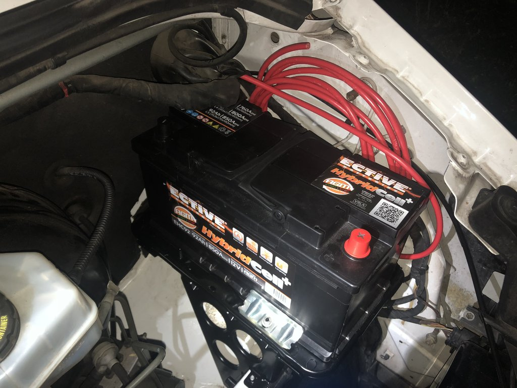 zweitbatterie im motorraum das mercedes sprinter vw lt2. Black Bedroom Furniture Sets. Home Design Ideas