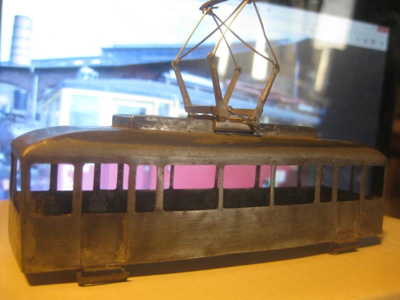 Vor dreißig Jahren überlegt - vor einige Zeit umgesetzt: Ein kleiner Gleichstromtriebwagen entsteht - nach Nase gebastelt 34342087sf