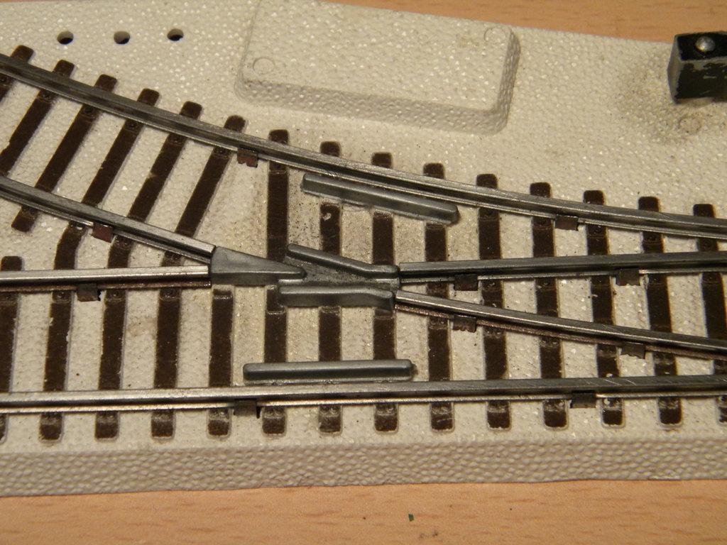 Kleinbahnschienen mit weißem Böschungskörper - Anpassung an neues rollendes Material 34359622ri