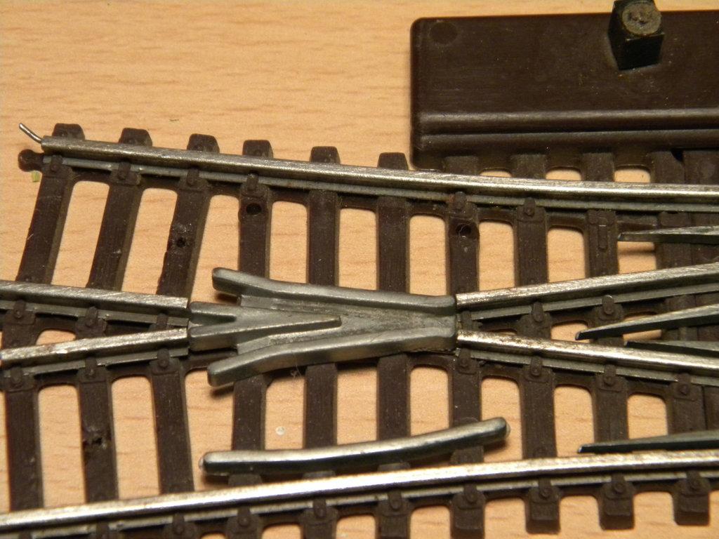 Kleinbahnschienen mit weißem Böschungskörper - Anpassung an neues rollendes Material 34359627dg