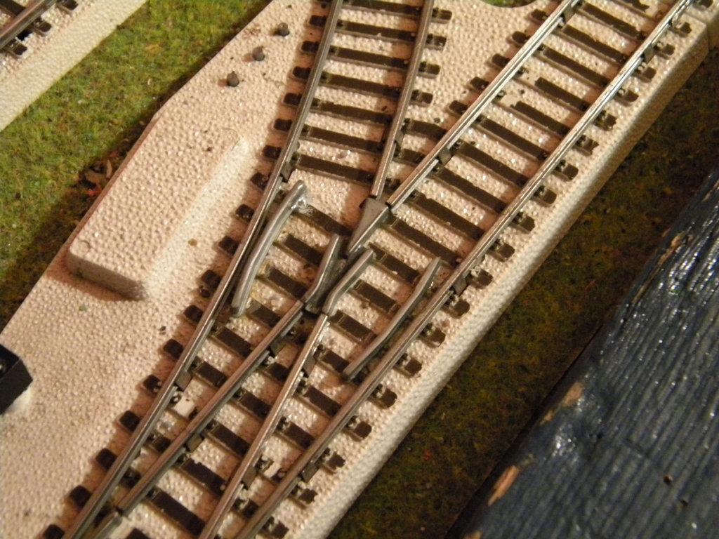 Kleinbahnschienen mit weißem Böschungskörper - Anpassung an neues rollendes Material 34359631ax