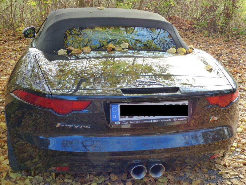 Jaguar F-Type auf nem Parkplatz schnappgeschossen 34368421bt