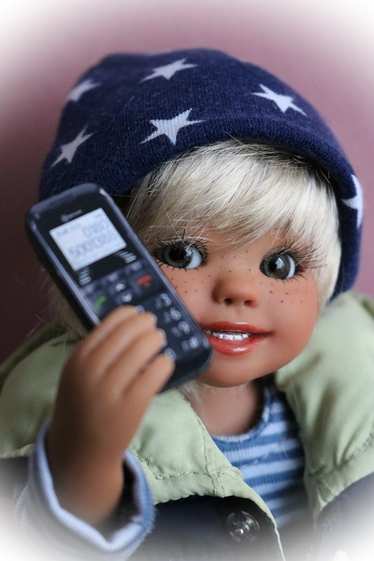 Julius a un téléphone portable 34816249yx