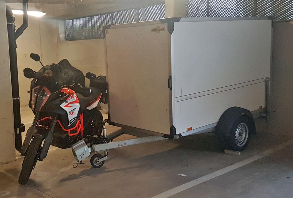 VENDS Remorque Humbaur fermée pour moto 35679367uu