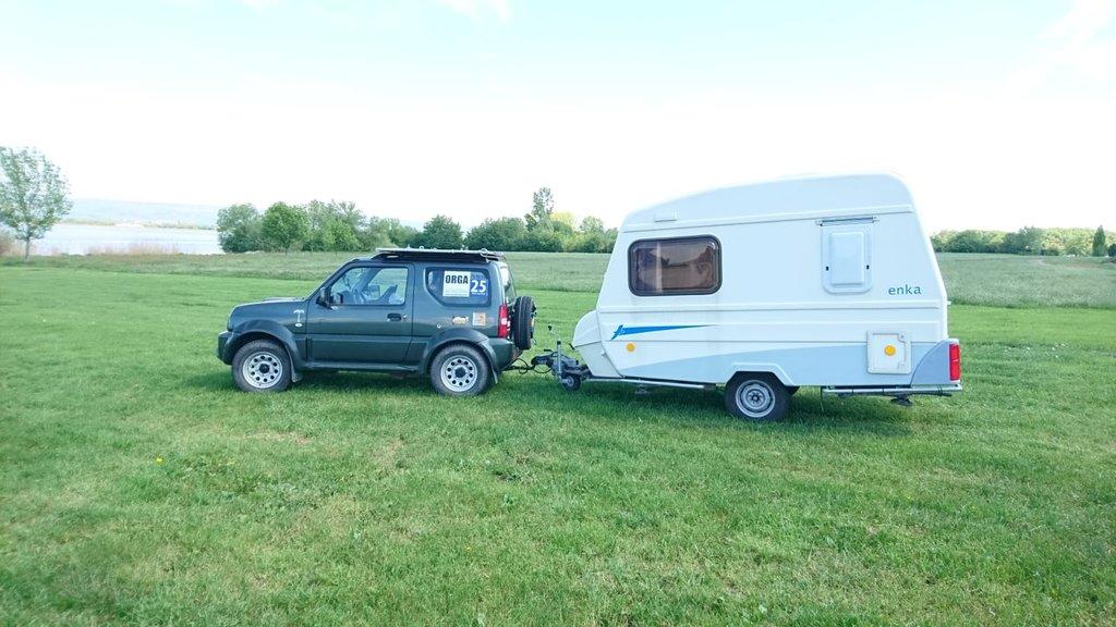 jimny und wohnwagen outdoor camping caravaning jagd. Black Bedroom Furniture Sets. Home Design Ideas