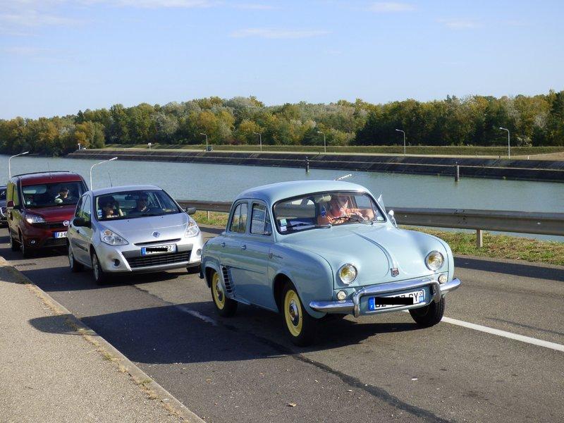 Renault Dauphine vor der Ampel schnappgeschossen 37014955mq