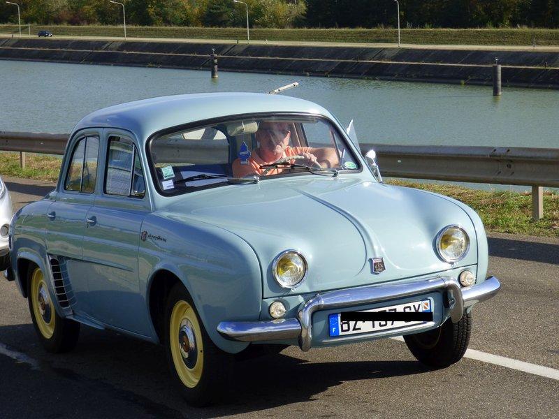 Renault Dauphine vor der Ampel schnappgeschossen 37014956zb