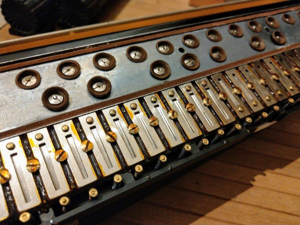black clavietta with springs
