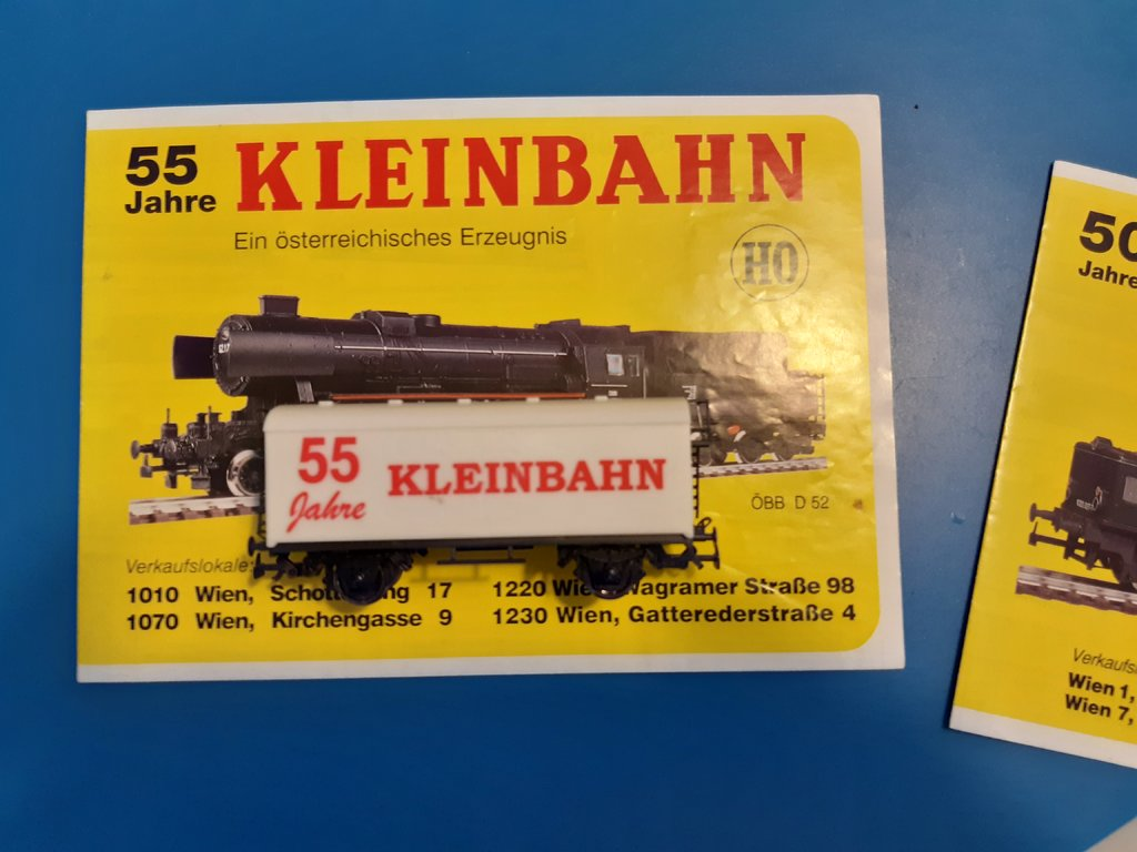 Jubiläumswagen mit Katalog 38465441as