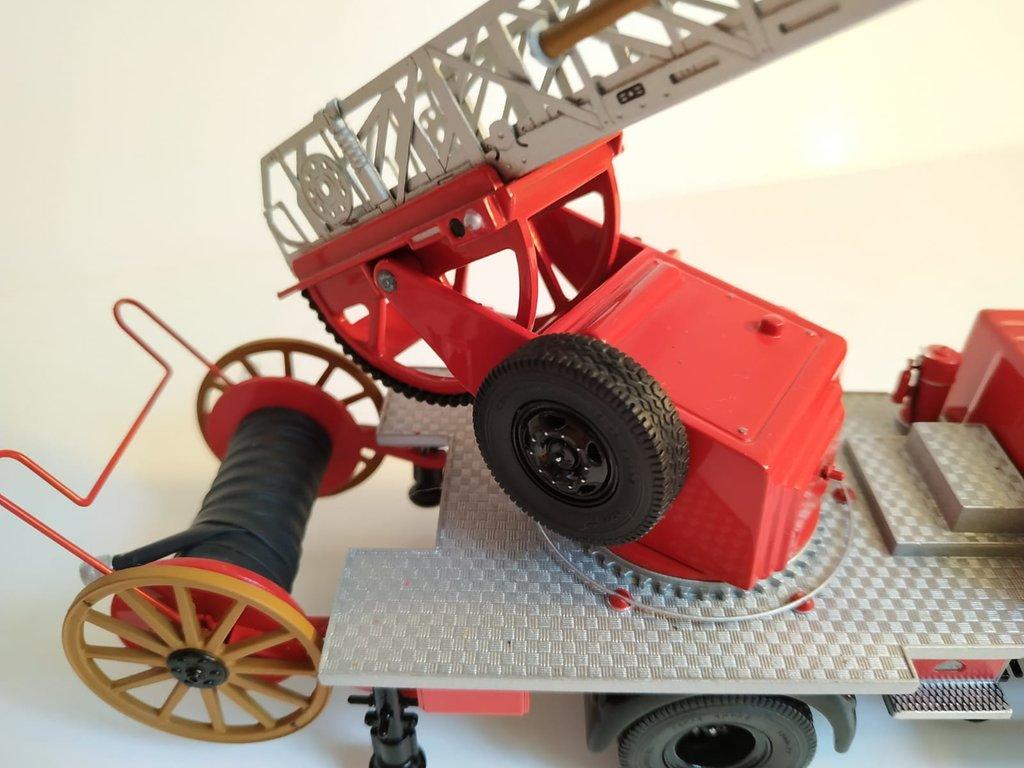 Feuerwehr Modelle der Firmen Schuco und Minichamps 41669142ds