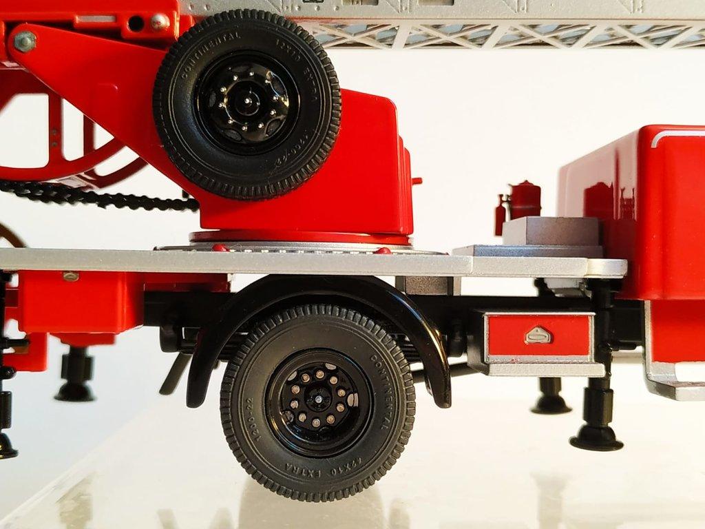 Feuerwehr Modelle der Firmen Schuco und Minichamps 41669146zj