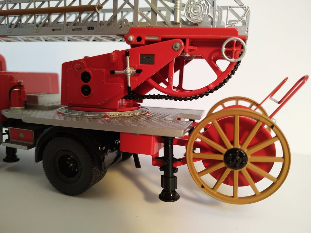 Feuerwehr Modelle der Firmen Schuco und Minichamps 41669147lw