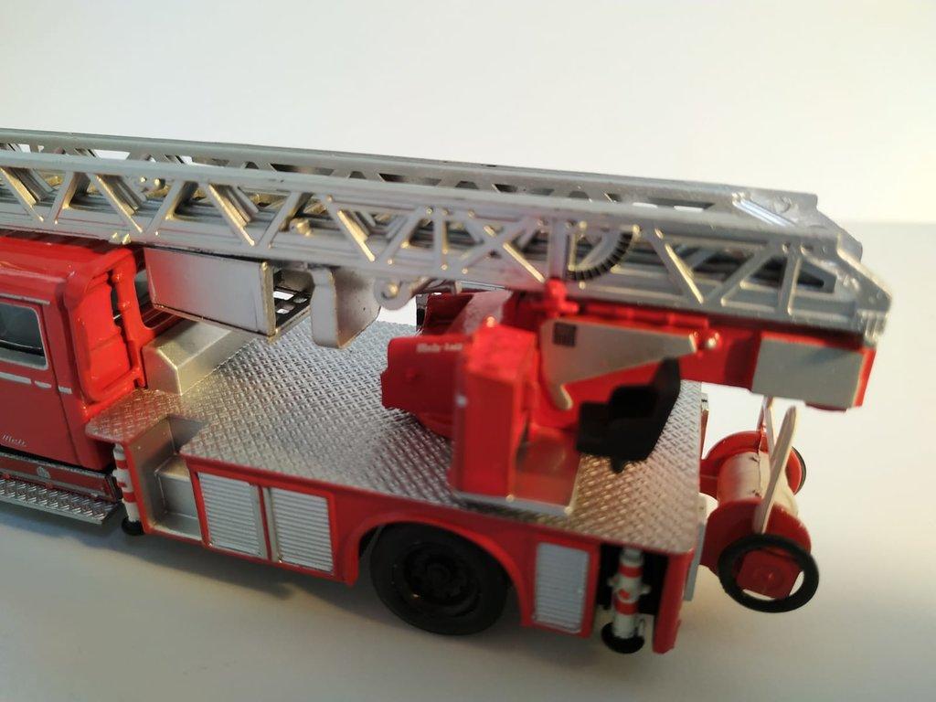 Feuerwehrmodelle aus der Atlas-Collection   41676162gz
