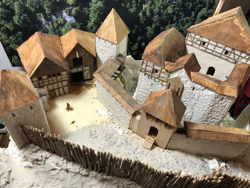 Burg Obergreifenstein - ca. 1:100 - Seite 3 41747674uc