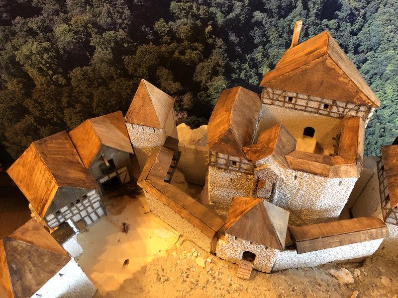 Burg Obergreifenstein - ca. 1:100 - Seite 3 41763201uj