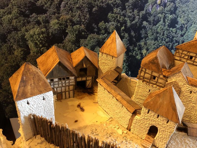 Burg Obergreifenstein - ca. 1:100 - Seite 3 41763206dc