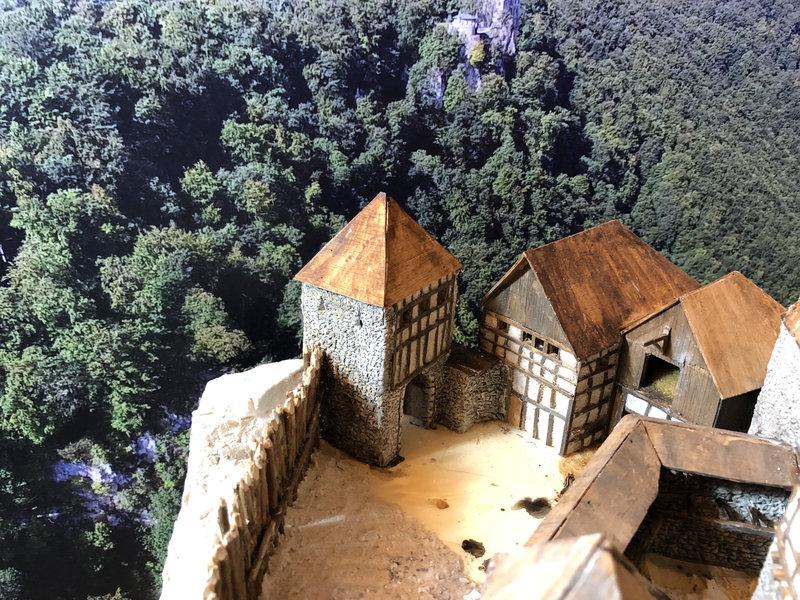 Burg Obergreifenstein - ca. 1:100 - Seite 4 41777828nl