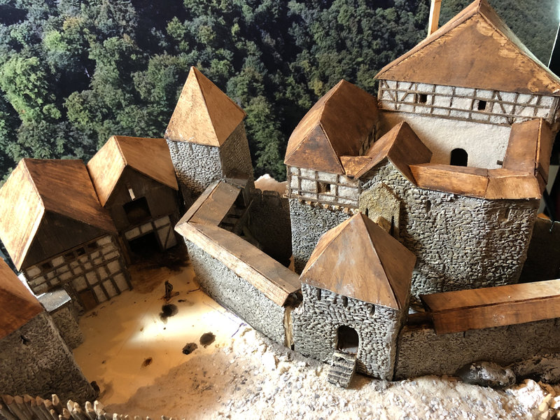 Burg Obergreifenstein - ca. 1:100 - Seite 4 41777835fi