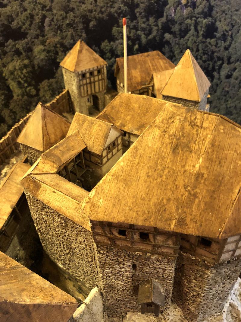 Burg Obergreifenstein - ca. 1:100 - Seite 4 41805406pb