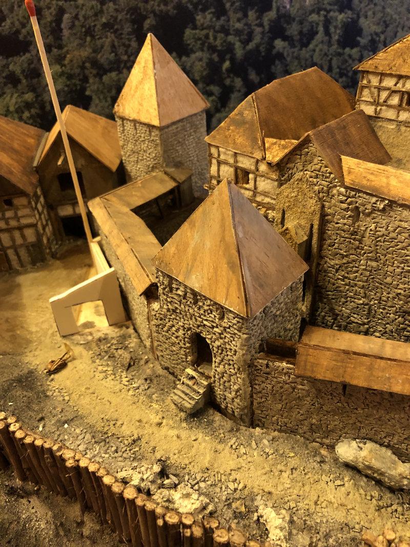 Burg Obergreifenstein - ca. 1:100 - Seite 4 41805407wk