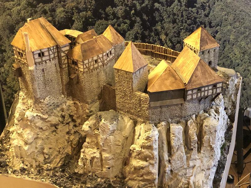 Burg Obergreifenstein - ca. 1:100 - Seite 4 41805413rd