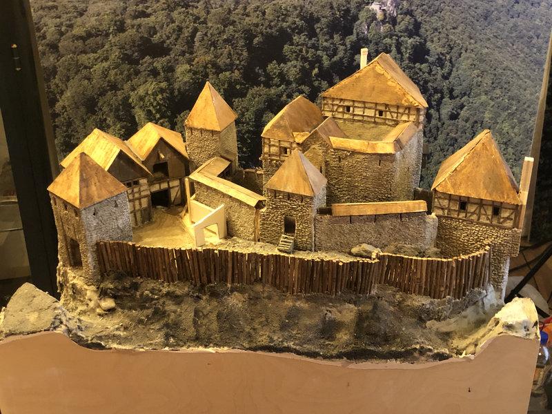 Burg Obergreifenstein - ca. 1:100 - Seite 4 41805414xi