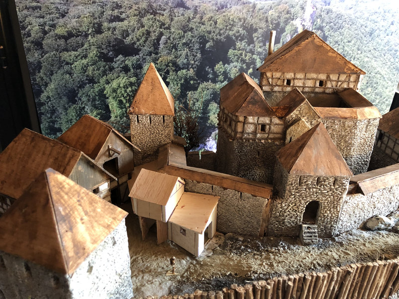 Burg Obergreifenstein - ca. 1:100 - Seite 4 41812502yd