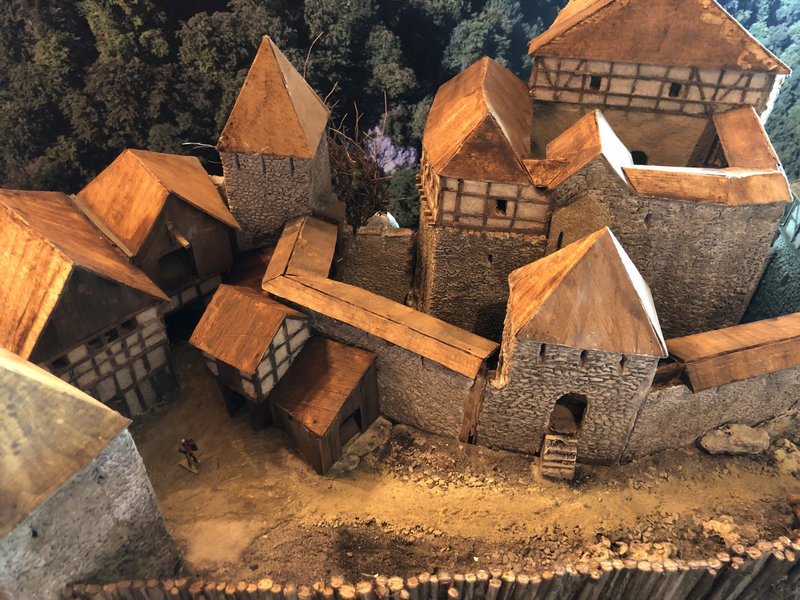 Burg Obergreifenstein - ca. 1:100 - Seite 4 41820340qh