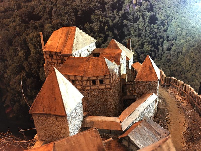 Burg Obergreifenstein - ca. 1:100 - Seite 4 41820341sq