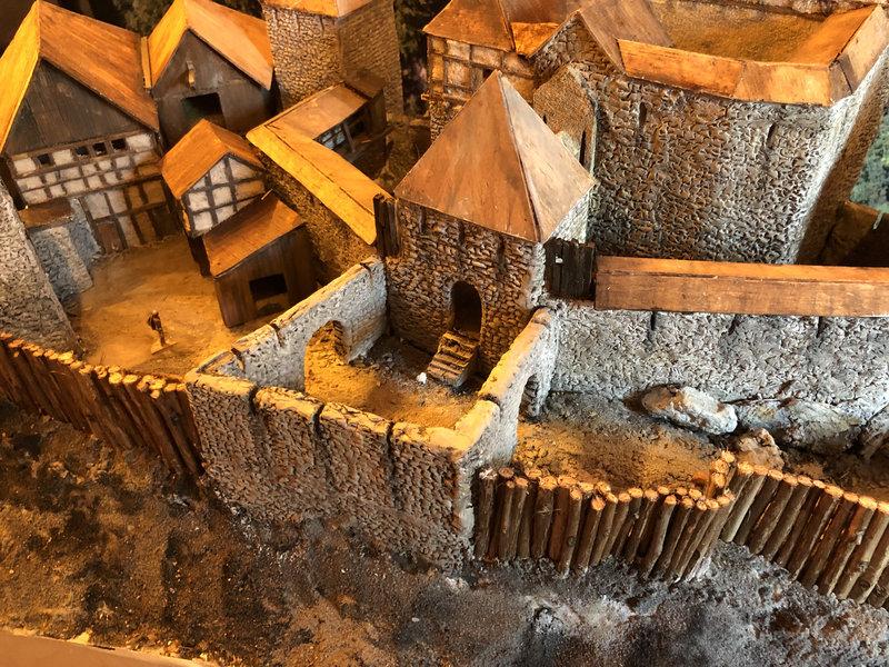 Burg Obergreifenstein - ca. 1:100 - Seite 4 41828914ii