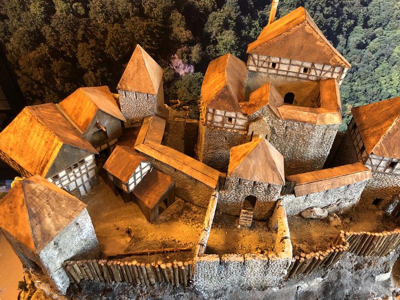 Burg Obergreifenstein - ca. 1:100 - Seite 4 41828916st