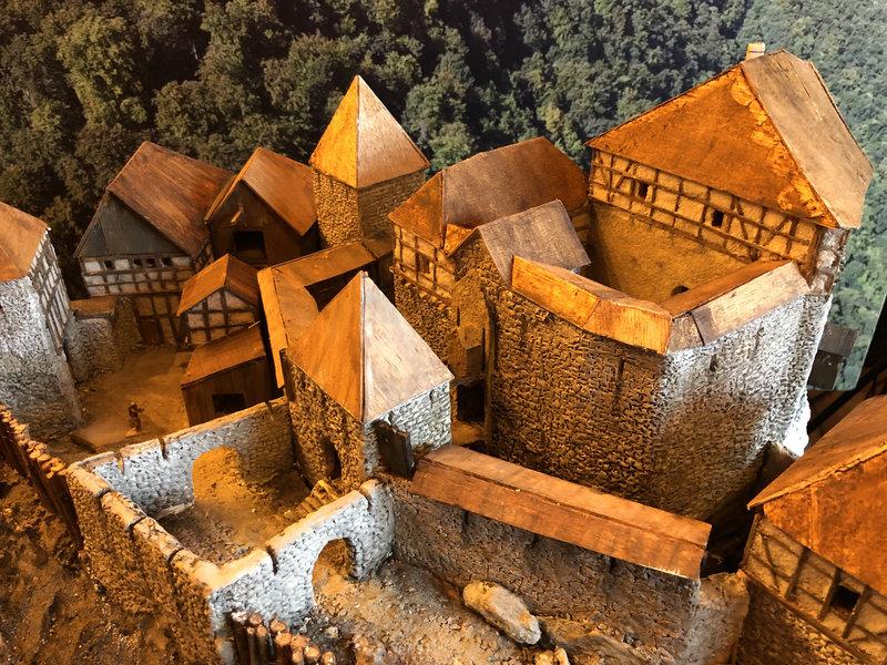 Burg Obergreifenstein - ca. 1:100 - Seite 4 41828919rg