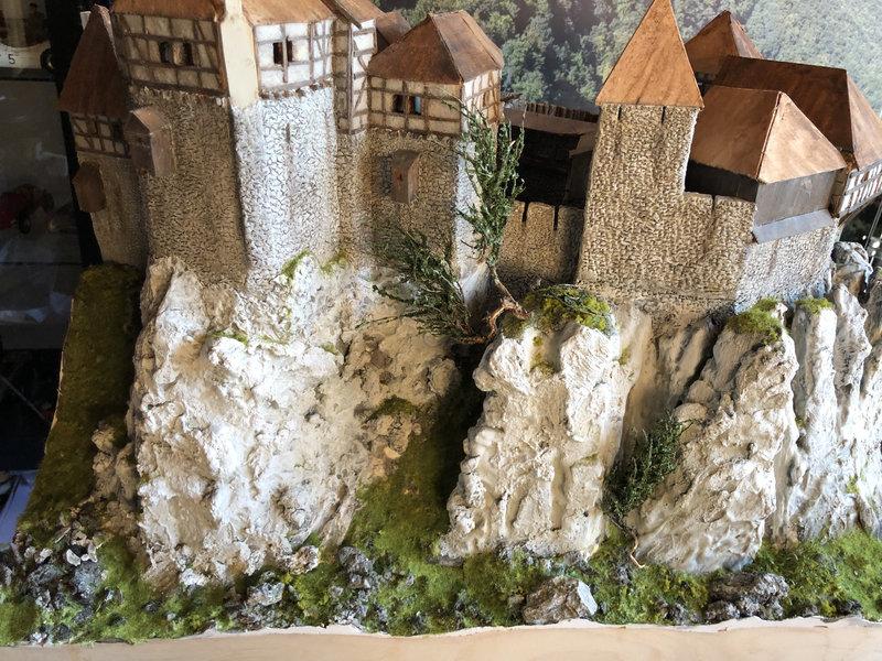 Burg Obergreifenstein - ca. 1:100 - Seite 4 41832619ay