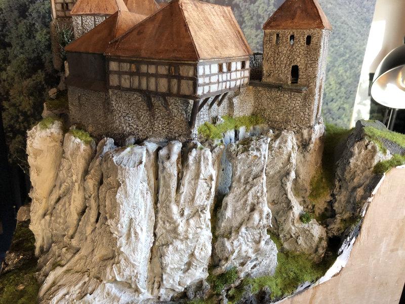 Burg Obergreifenstein - ca. 1:100 - Seite 4 41832622dm