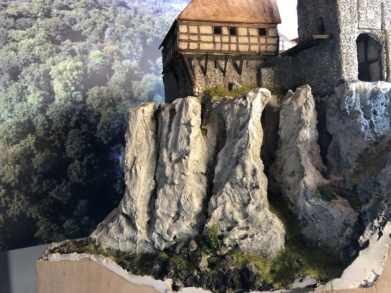 Burg Obergreifenstein - ca. 1:100 - Seite 4 41832636rn