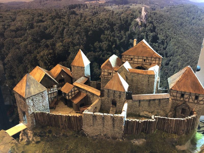 Burg Obergreifenstein - ca. 1:100 - Seite 4 41850145yk