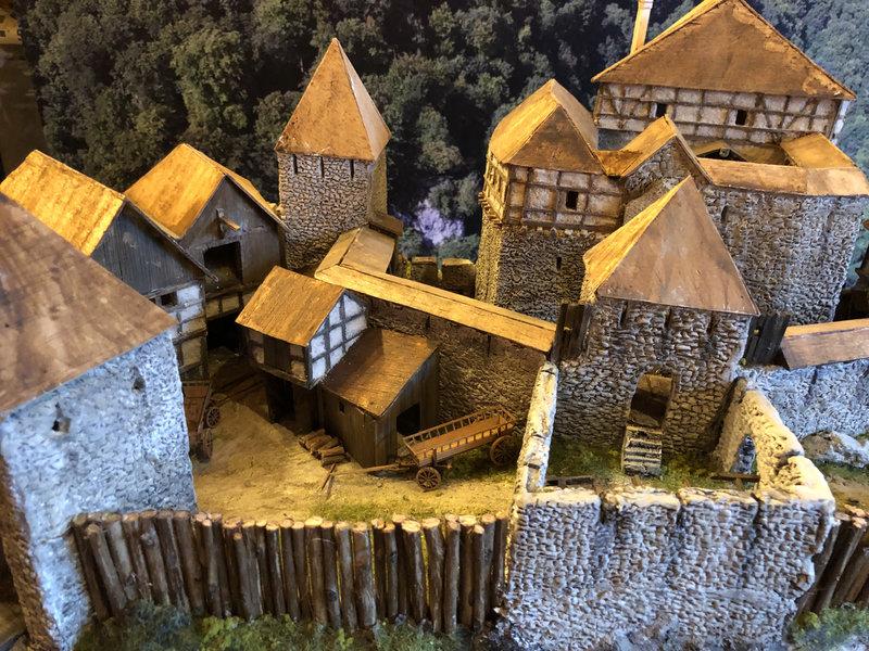 Burg Obergreifenstein - ca. 1:100 - Seite 4 41862138iw