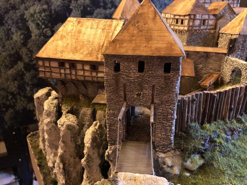 Burg Obergreifenstein - ca. 1:100 - Seite 4 41862147qw