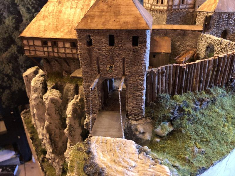 Burg Obergreifenstein - ca. 1:100 - Seite 4 41862149ou